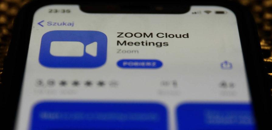 Zoom Video, la estrella del Nasdaq, se desploma en Bolsa por los problemas de ciberseguridad